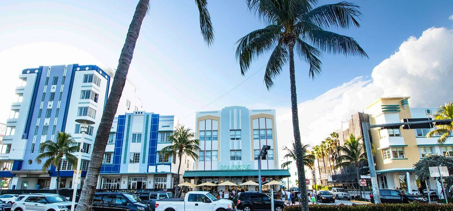 A FULL-SERVICE MIAMI BEACH HOTEL INSPIRED BY ART DECO ELEGANCE
