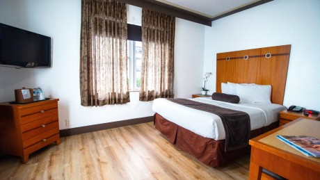 Majestic Hotel - Boutique Guest Rooms